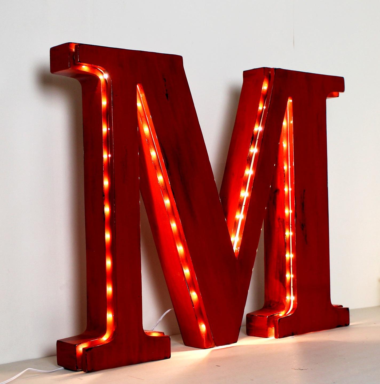 décor lettre géante lumineuse