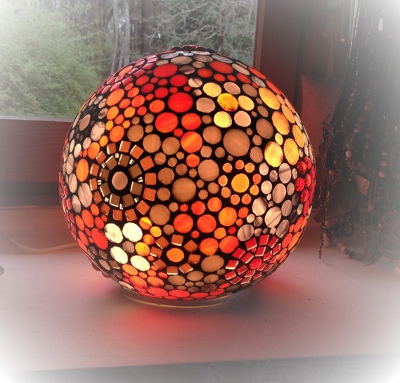 lampe orange à poser sphère mosaïque