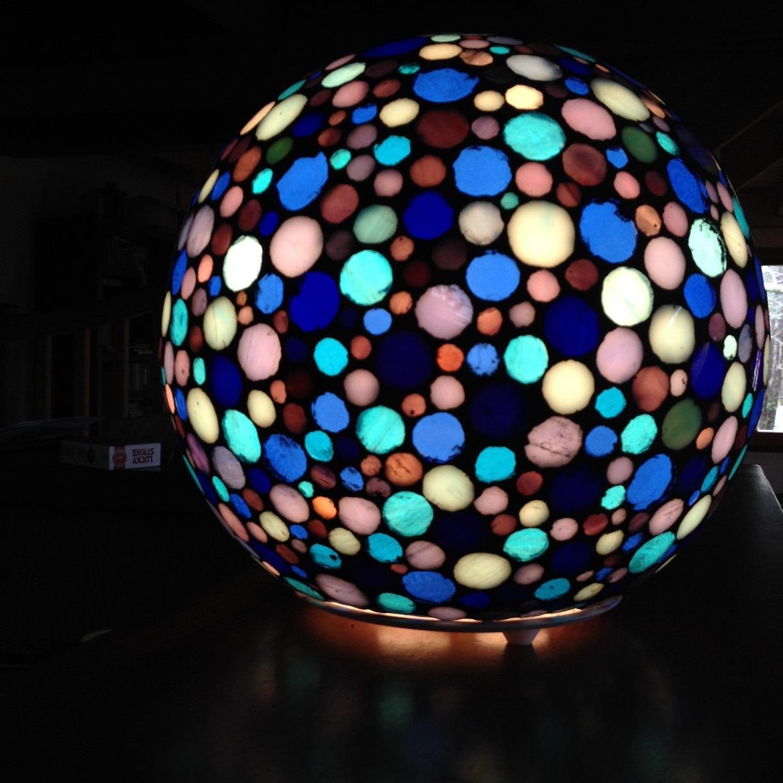 lampe sphère mosaique bleue