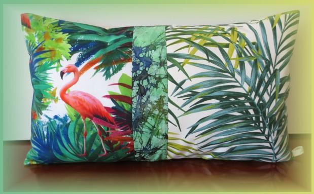 housse coussin exotique avec végétation tropicale