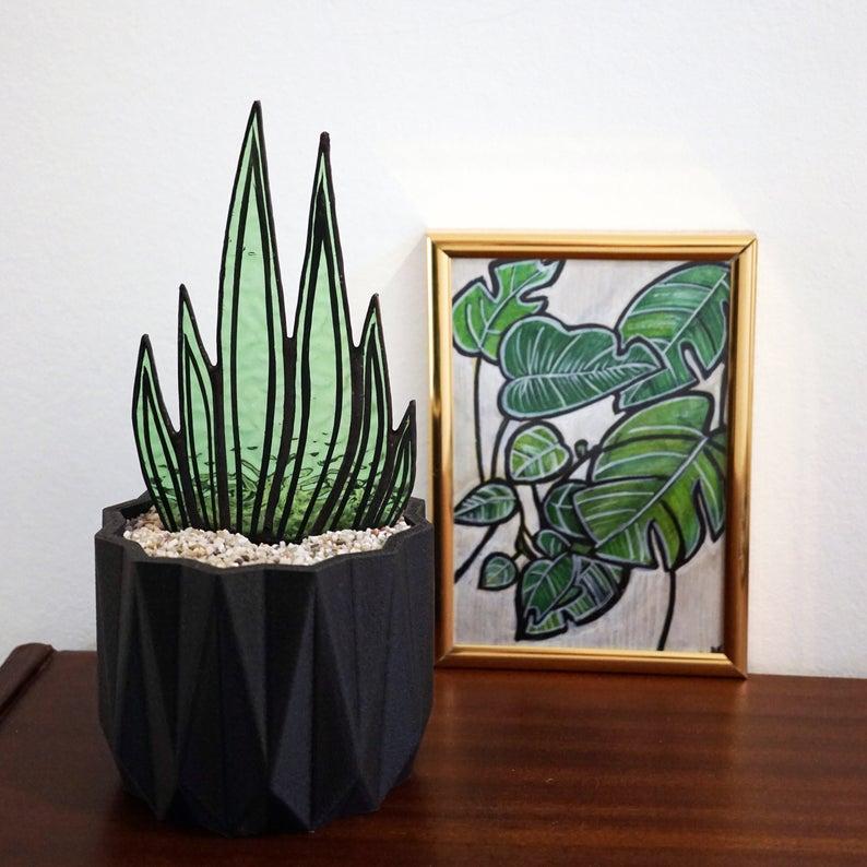 déco vitrail motif cactus dans vase