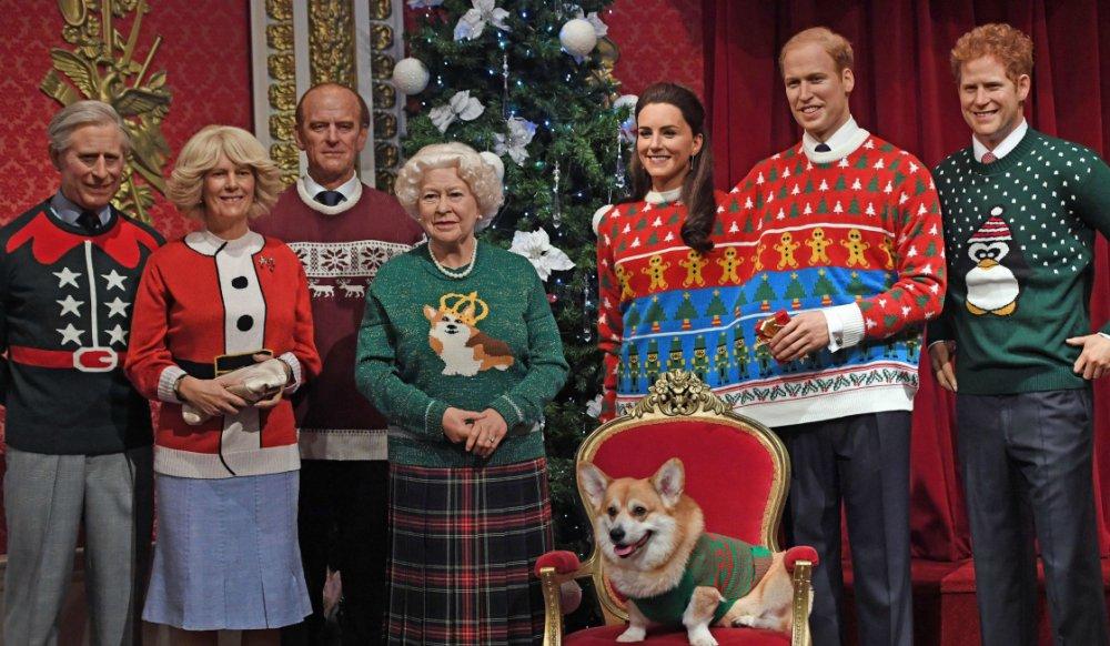 famille royale avec pulls de noel
