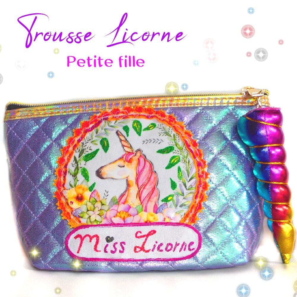grande trousse maquillage motif licorne violette et rose